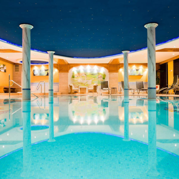 piscine intérieur hotel spa julin