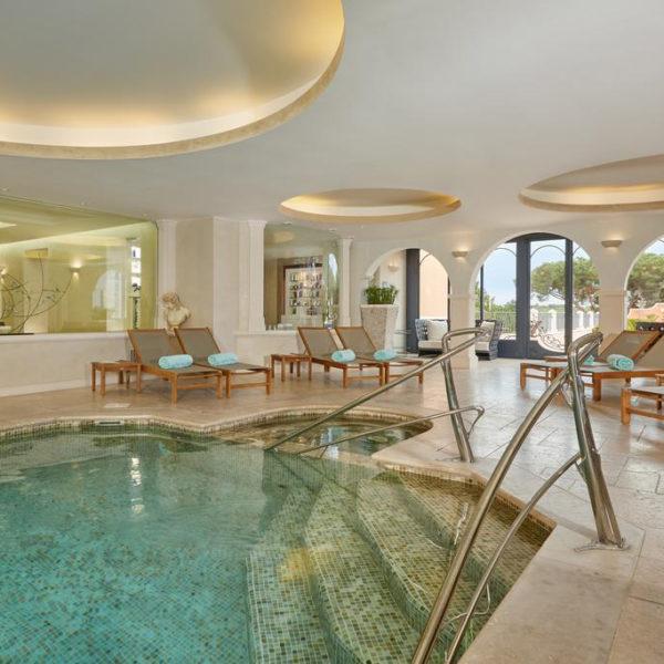 piscine chateau messardiere paca