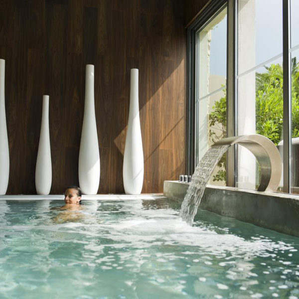 piscine hotel sezz st tropez region PACA.jpg