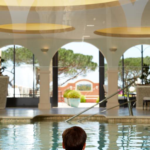 piscine intérieure chateau messardiere