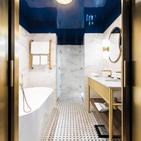 salle de bain de luxe hotel le grand powers paris