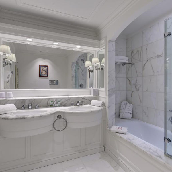 salle de bain grand hotel des alpes