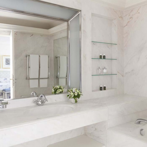 salle de bain hotel bristol paris