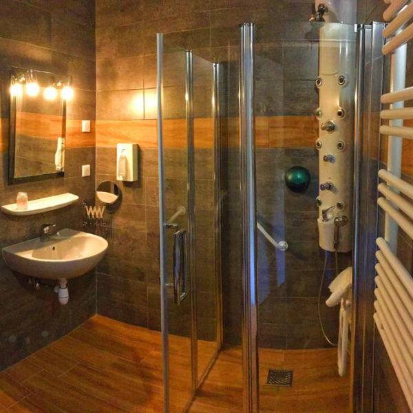 salle de bain hotel spa la ferme d'Izoard Paca