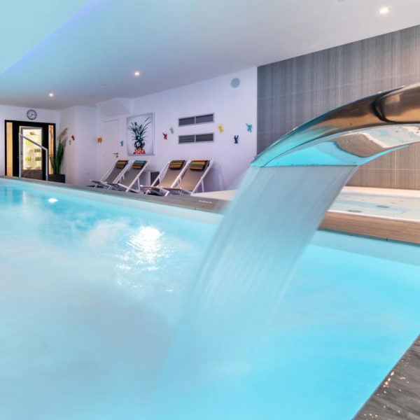 piscine hydrojet hotel carnac